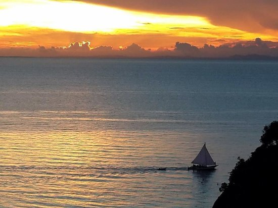 Shangri-La's Boracay Resort & Spa: Our first Sunset