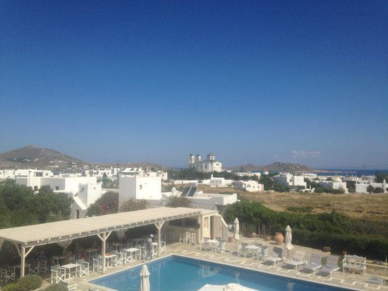 Kallisti Rooms & Apartments : Balcony view towards Naoussa