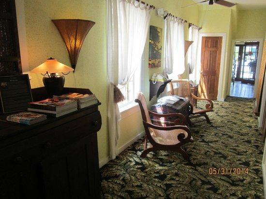 Tropical Inn: Hallway