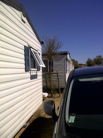 Sol a Gogo : Row of mobile homes v close together