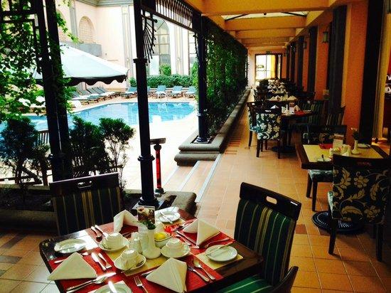Crowne Plaza Nairobi : Breakfast - looking at the pool