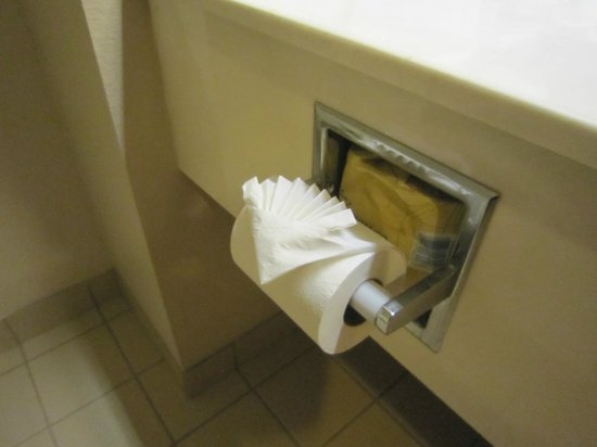 Days Inn & Suites Louisville SW: Toilet paper folded in fan shape