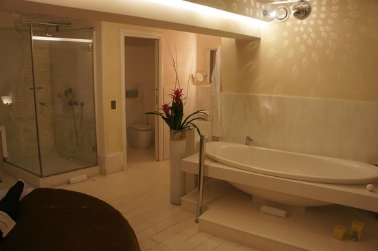 Residenze SuiteSistina for Lovers: baignoire