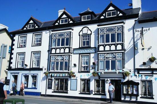 Dovey Inn: Front of Inn facing Dyfi Estuary -