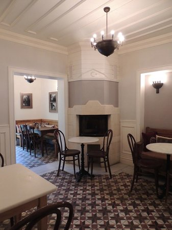 Hotel Empress Zoe : Otra vista del lugar para desayunar
