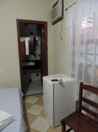 Pousada Refron du Mar: Tem frigobar ! Roupa de cama cheirosa ! Quarto limpo !