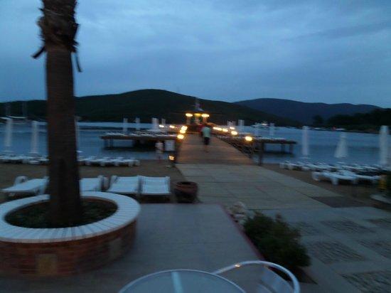 Crystal Green Bay Resort & Spa : beach platform