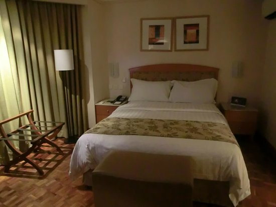 City Garden Hotel Makati: Comfy bed