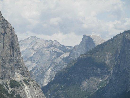San Francisco Shuttle Tours: Yosemite tunnel view