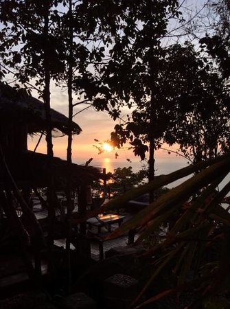 Hat Sadet Beach: sunrise @ hide on high bar & art jewellery. on the mountain than sadet koh phangan.