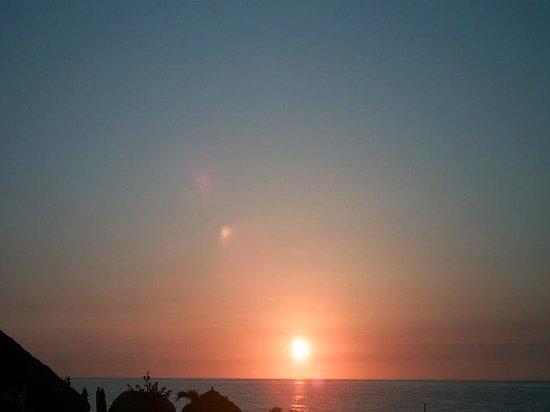 Ocean Manor Resort Hotel: This is what we woke up to -