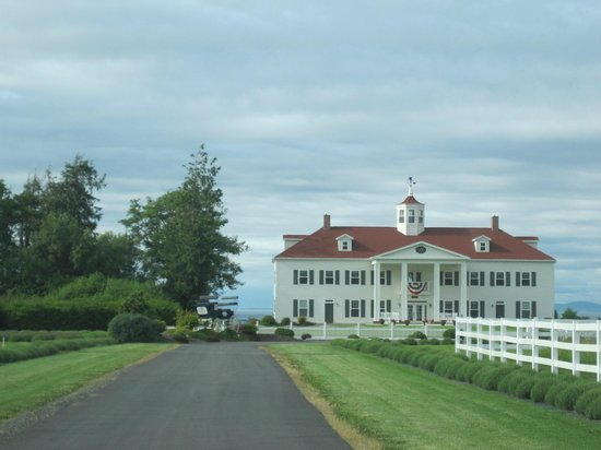George Washington Inn: Inn from front