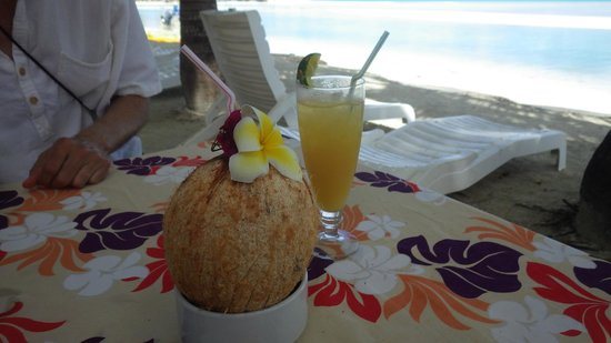 Samade on the Beach Restaurant & Bar: Cold fresh coconut and tropical juice