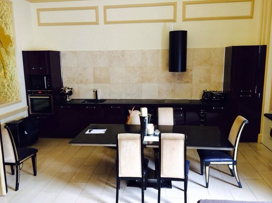 Signature Living Hotel: Kitchen area in the Masonic