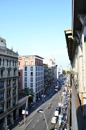 Chic & Basic Lemon : hotel Marvi, Barcellona, vista dalla camera