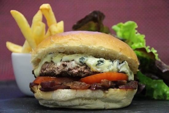 Restaurant la Comédie : burger montagnard