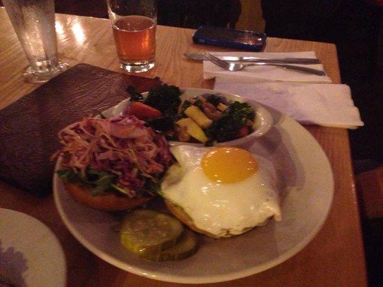 The Farmhouse Tap & Grill : Pork burger