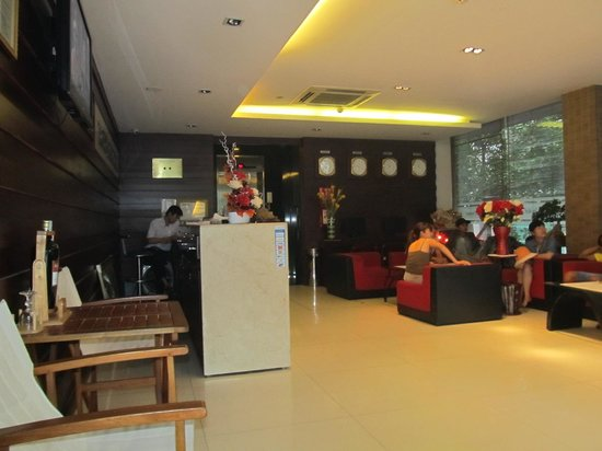 Long Anh Hotel: Reception area