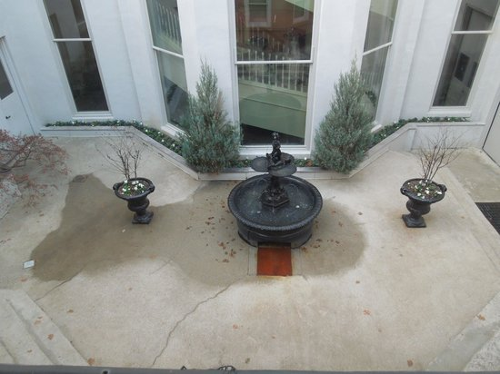 Belmont Mansion: Looking down in the courtyard.  Fountain used to be in Ballroom