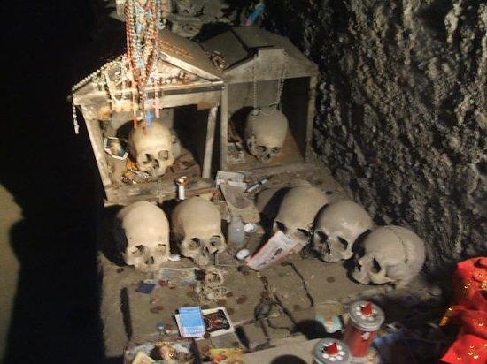 Cimitero delle Fontanelle: More Bones