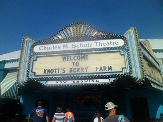 Knott's Berry Farm: Ice Skating Show