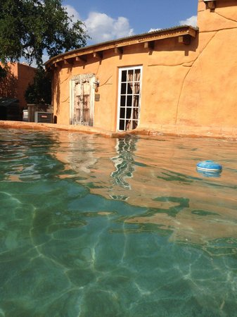 Trois Estate at Enchanted Rock: The outdoor pool, It's right behind the Michangleo & Rafael Suite