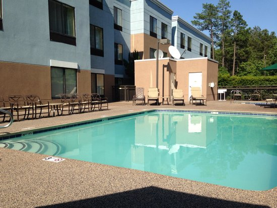 SpringHill Suites Pinehurst Southern Pines: Swimming pool