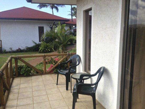Taha Tai Hotel: Bungalow 3 veranda