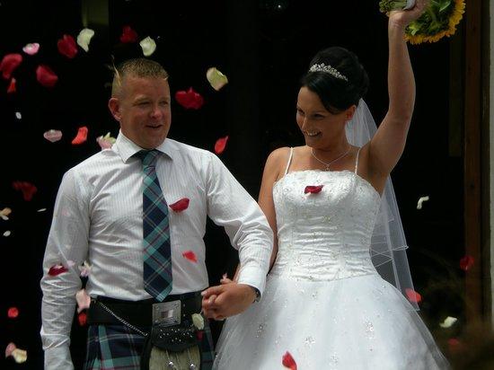 Iglesia del Salvador: Scottish couple after wedding at Church of El Salvador