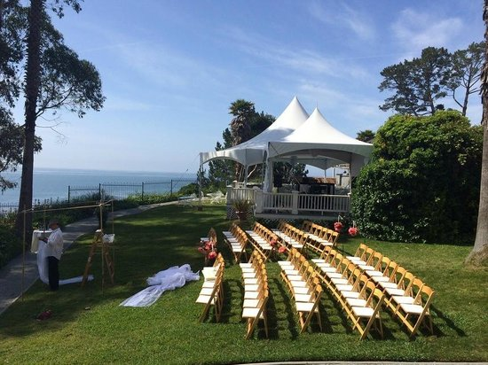 Monarch Cove Inn: Ceremony Lawn