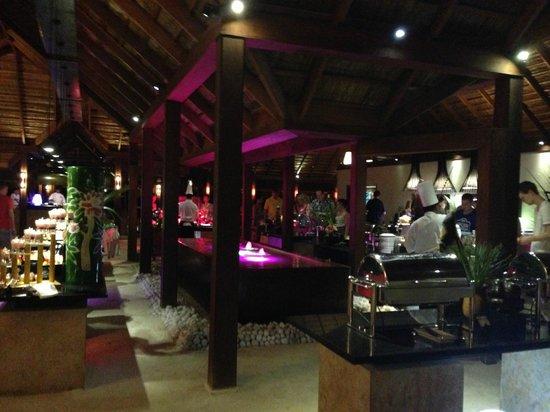 Maalan Buffet Dining : inside Maalan