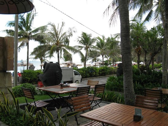Bali Mandira Beach Resort & Spa: At Breakfast, watching the world go by