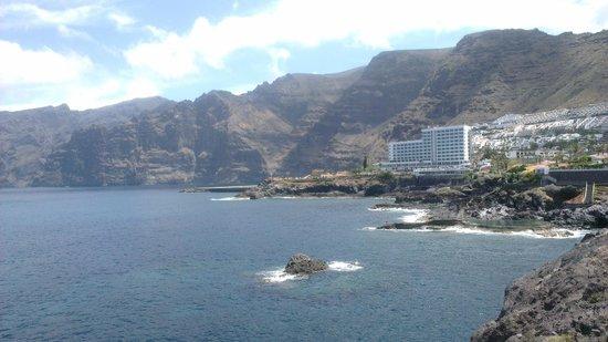 Sensimar Los Gigantes: Hotel viewed from Barcelo Santiago
