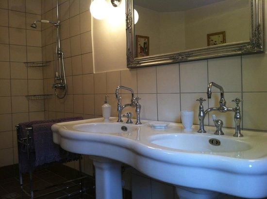 Le Clos de Vènes: Salle de bain de notre chambre Amandine