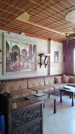 Saruhan Hotel : receiving seating area