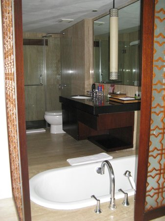 Bali Mandira Beach Resort & Spa: The Bathroom opens to the outside sitting area/pool