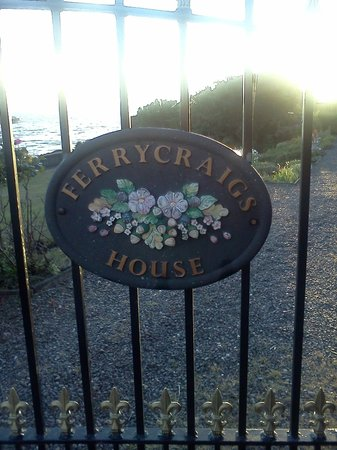 Ferrycraigs House: Sign on the gate