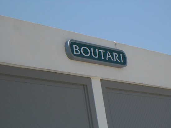 Boutari Winery: the building