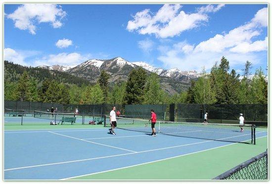 Teton Pines Country Club: Tennis under the Tetons