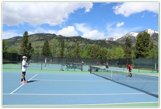 Teton Pines Country Club: 8 Outdoor Courts Open to the Public