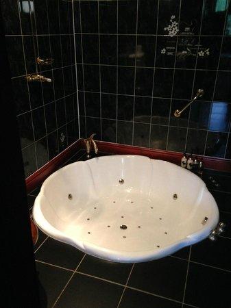 Broadoaks Country House: Sunken bath