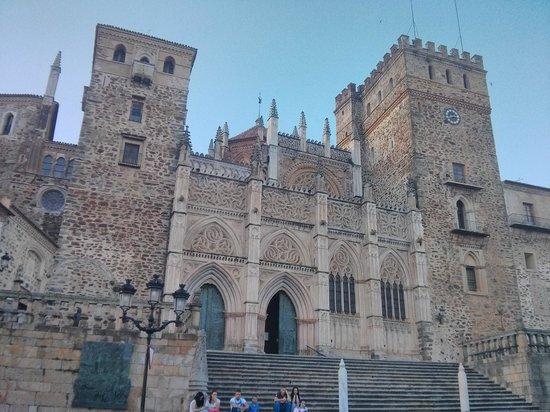Real Monasterio De Santa María De Guadalupe: Fachada Plaza España