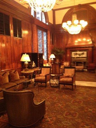 Benson Hotel: By reception