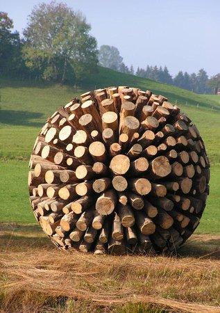 Maierhofen, Alemanha: Holzkugel Maierhöfener Skulpturenweg