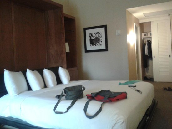 Hilton Atlanta : lit armoire