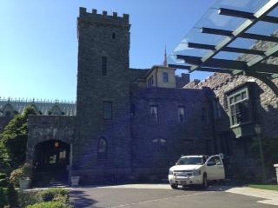 Castle Hotel & Spa: hotel forecourt