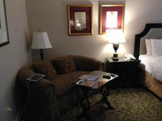Castle Hotel & Spa: sitting area in standard room