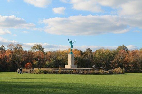 Allerton Park & Retreat Center: The Sunsinger