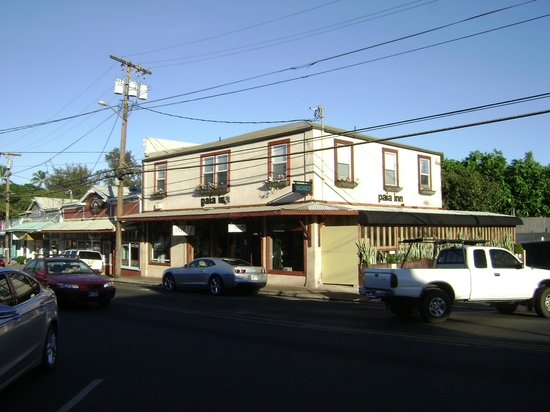 Paia Inn: Front of Hotel