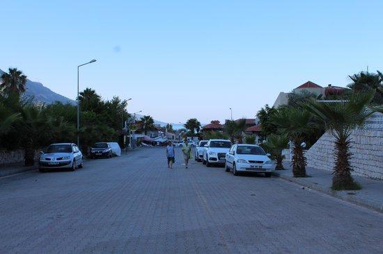 Dorian Hotel: дорога на пляж